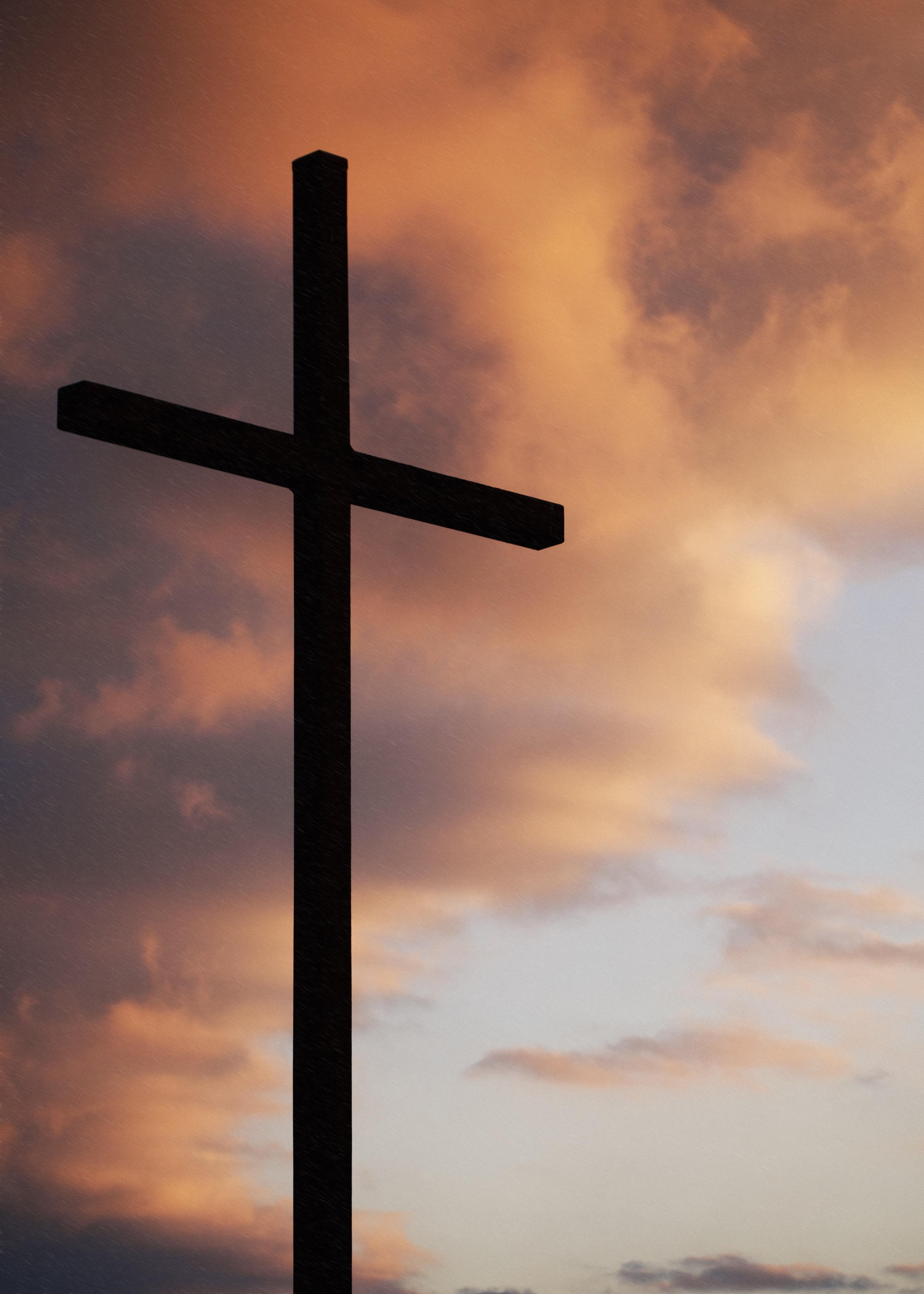 embracing-the-cruficix-catholic